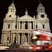 Catedral St. Paul e os ônibus de dois andares