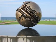 La sfera grande dello scultore Arnaldo Pomodoro sul lungomare di Pesaro (Valerio_D) Tags: pesaro marche italia italy arnaldopomodoro 2011estate flickraward nikonflickraward soe vincitricesoloconcorsi