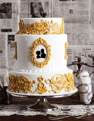 Cameo and Gold Frame Wedding Cake