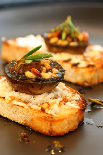 garlic mushrooms & goats' cheese on sourdough toast 2328 R