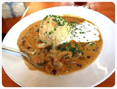 Dumpling & mushroom sauce