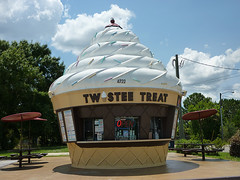 Twistee Treat! (Experience Kissimmee, Florida) Tags: trip travel vacation holiday dessert orlando florida disney icecream twisteetreat kissimme