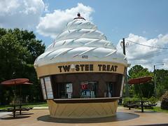 Twistee Treat! (Experience Kissimmee, Florida) Tags: trip travel vacation holiday dessert orlando florida disney icecream twisteetreat kissimme