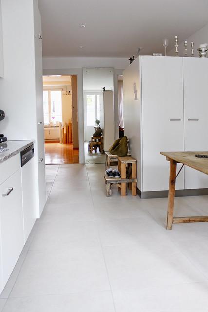 Durchblick von der Küche ins Arbeitszimmer