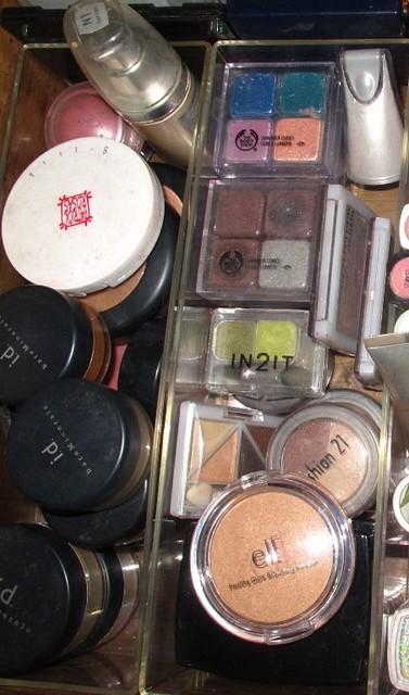 Organizing Vanity Dresser (23)