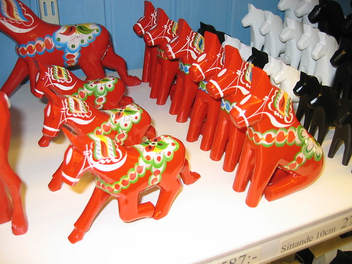 Running and sitting Dala horses