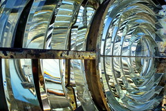 19860500 Korsika Capo Pertusato Leuchtturm Spiegel (2) (j.ardin) Tags: lighthouse faro corse spiegel corsica beacon phare leuchtturm fresnellens leuchtfeuer korsika capopertusato fresneloptics