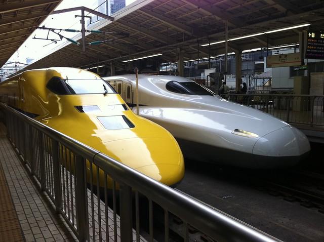 黄色い新幹線の写真
