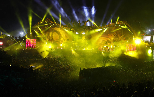 Tomorrowland 2011 - Wallpaper (1920x1200) - Yellow Mainstage