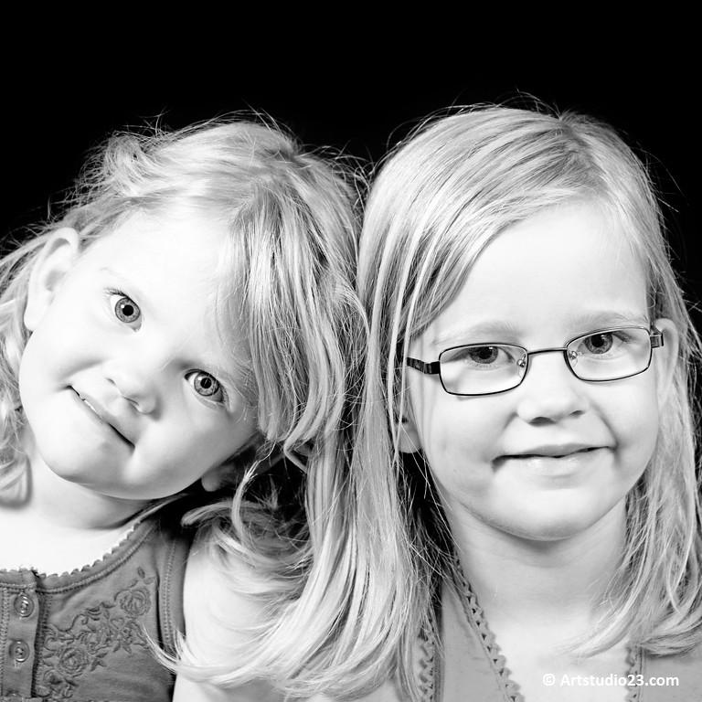fd134a4bcc6f 6937 Artstudio23 (Artstudio23.com) Tags  girls portrait people baby white 3  girl sisters
