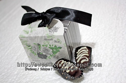 Silver Black Ribbon Box Packing