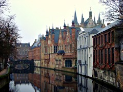 Steenhouwersdijk, Bruges, Belgium (Ferry Vermeer) Tags: travel reflection canal europa europe day belgique belgie cloudy brugge belgi canals unescoworldheritagesite unesco worldheritagesite westvlaanderen brige  brujas lowcountries flanders belgien belgio brygge westflanders blgica vlaanderen brgge travelphotography veniceofthenorth worldheritagesites bruixes belgia unescoworldheritagesites groenerei  europeancapitalofculture belika bri bruggia bruggy brugia brugy briug brgke beldjike belgija  steenhouwersdijk  lagelanden  meestraat bruj flemishregion bryz b  brugeslamorte  buluri  vlaamsgewest georgerodenbach bruzh ferryvermeer   vrygi