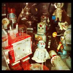 Robotinos!!! (blackferien) Tags: mxico square mexico robot hefe ciudaddemxico chilangolandia museodeljuguete iphoneography