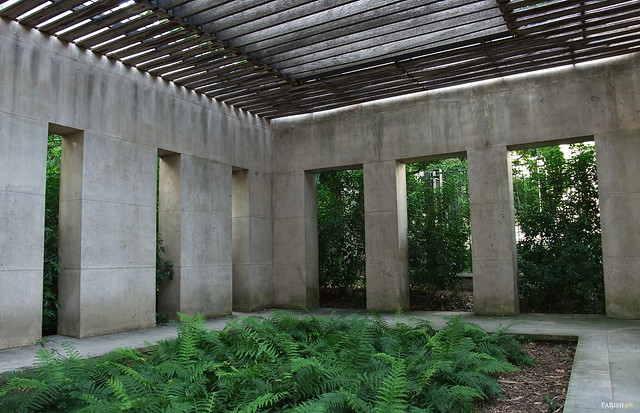 De l'architecture artistique, mais bien conçue pour y faire pousser des fougères