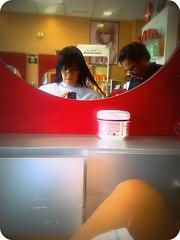 Pelos fuera (Paz Martn) Tags: me nokia 365 benalmdena simo scissor mlaga mirrow pelos peluquero n97