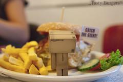 Tasty Burgers (Oliver Totzke) Tags: toy nikon d2x days chrome sp 365 tamron f28 schleswigholstein danbo 1750mm revoltech lensahn danboard