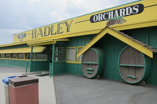 Hadley Fruit Orchard: Exterior