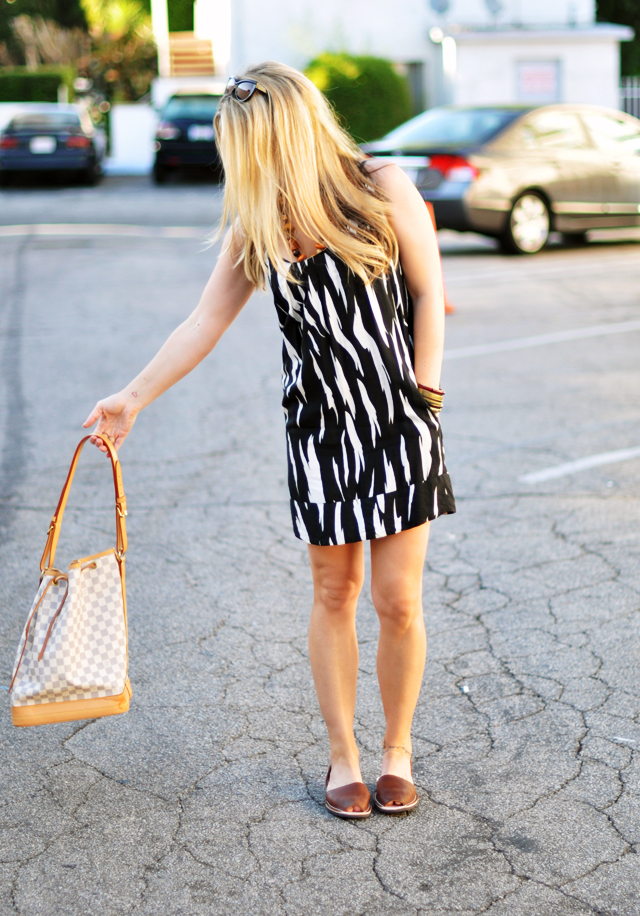 black and white dress brown   sandals brown wooden beads