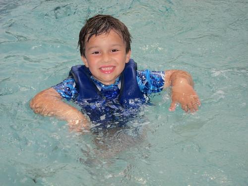 Finn splashes