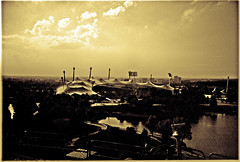 Olympiagelände 2001 (TIAN@OTF) Tags: 2001 bw sepia analog münchen geotagged bayern deutschland see lomo wasser himmel wolken lomolca sw monochrom stadion deu gern olympiagelände schwarzweis olympiaberg analogfilm 64asa fn64 filmchemie geo:lat=4816966322 geo:lon=1155160904 scan1105290017 olympiagelände2001 тиah