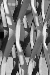 caricia de metal (Sili[k]) Tags: bw abstract blancoynegro metal lightandshadows nikon curves minimal conceptual duotoned almera abstracta curvas luzysombras d3000