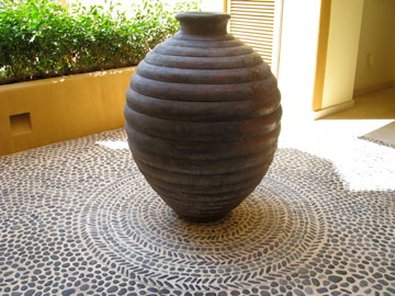 mexico grey pebble floor with entrance vase