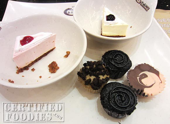 Cheesecakes and mini-cupcakes we got from the dessert section at Yakimix - CertifiedFoodies.com