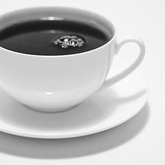 #29 CUP of TEA on a rainy day (JoHu) Tags: bw cup tasse canon project germany square deutschland 50mm blackwhite blog europa europe tea outdoor indoor 18 tee nordrheinwestfalen 52 draussen quadratisch 502 50mmf18 geilenkirchen canonef50mm118ii johude project502
