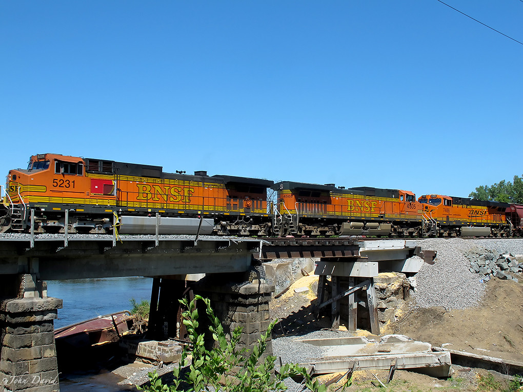 BNSF locomotives -- Transportation in photography-on-the net forums