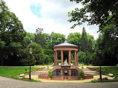 Bad-Homburg im Kurpark die Elisabethen-Quelle (Dieter14 u.Anjalie157) Tags: rosa lila abendrot quelle badhomburg kurpark stimmungen lieblingsfoto anjalie157 fotomssig
