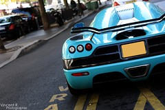 Only One (SpotteR 75) Tags: street plaza paris cars car photography george photographie 5 ss s super special bleu v r gt edition bugatti sang spotting cinque zonda koenigsegg veyron pagani noire spotter athne ccxr agera