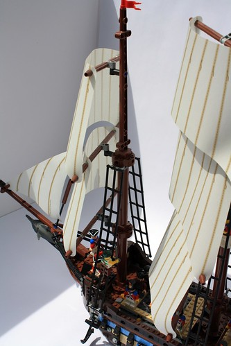 This is how sails should be done. Not just some brown technic axle