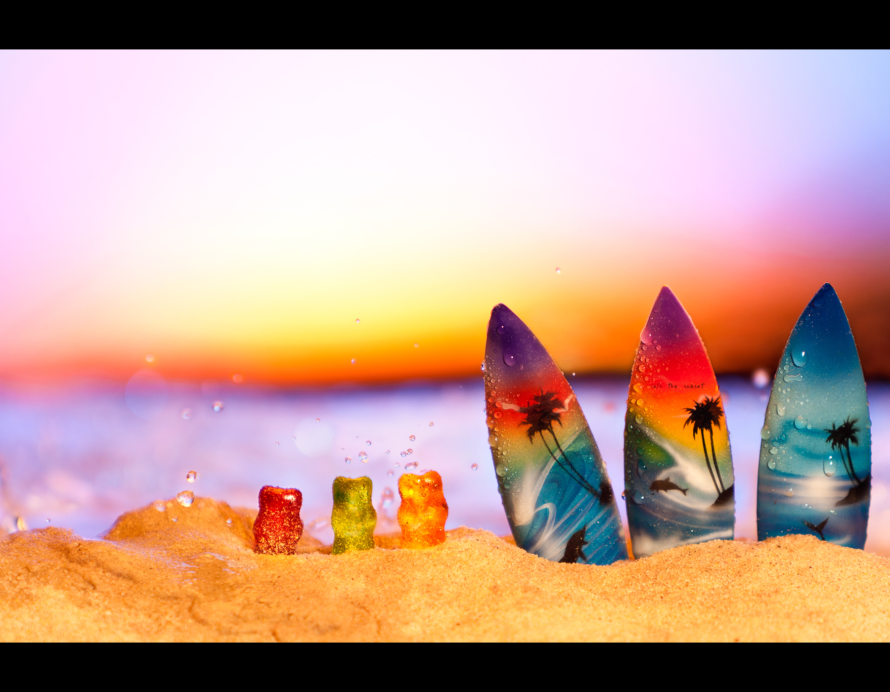 Project 365, Day 364, 364/365, Bokeh, strobist, saftbären, beach, surf, surfing, sunset, surfboards, waves, splash, water, sand, gummy bears, gummi bear, Gummibär, Bär, Bärchen, haribo, Gummibärchen, Gummibären, Canon Ef 70-200 f2.8 IS,
