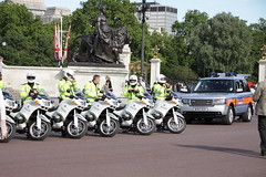 BMW bikes and BU60BZK Range Rover of the Met's Special Escort Group (Ian Press Photography) Tags: from uk england usa london cars car bike out during day 4x4 president transport group guard may police bikes rover security visit special american views gb land bmw service biker guards met emergency landrover range obama metropolitan escort services seg prez armed 999 motorcade barack 2011 obamas bu60bzk