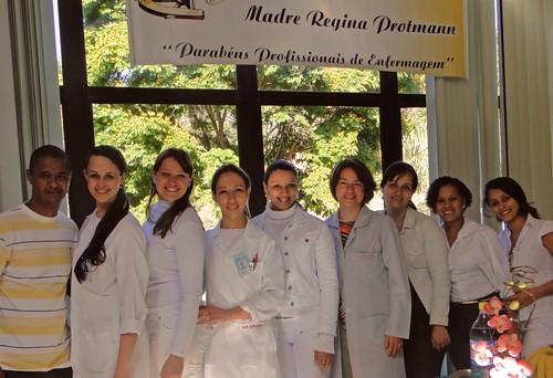 Com a equipe de enfermagem: