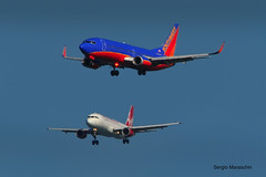 SRM570923118915 (photoman576097) Tags: california ca southwest flying sfo jets airplanes landing airbus sw redwood boeing arrival approach airlines southwestairlines aircrafts b737 ksfo swa sanfranciscointernational jetliners b737300 a320200 vrd jetplanes virginamerica a320214 a322 n368sw n623va aircarriers b7373h4 sn2740 tandemapproach sn26579