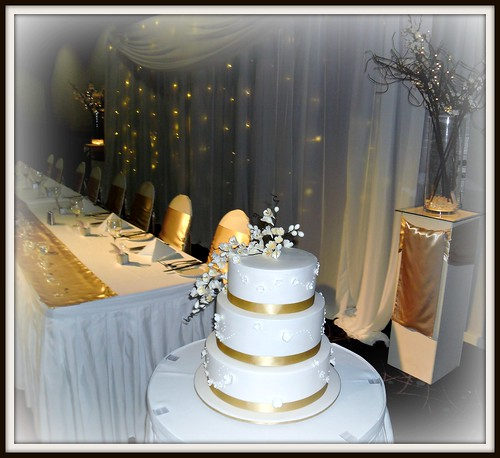 The CakeChef - Gold & white wedding cake