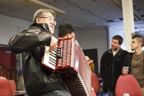 @accordionguy style=