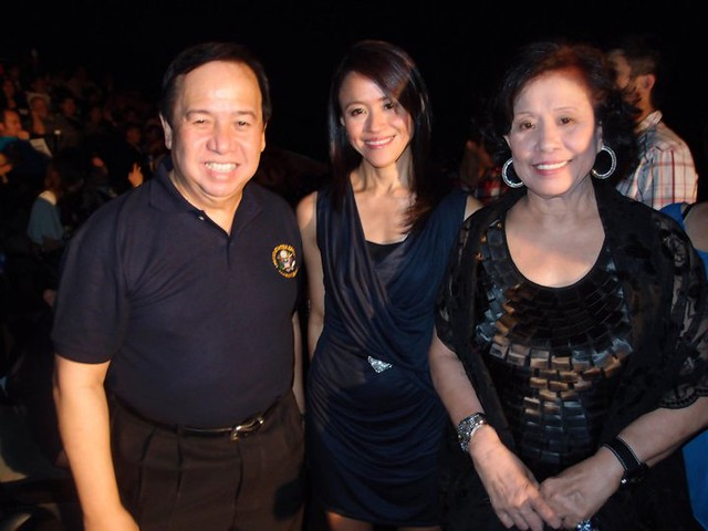 Richard Gordon, Roselle and Lily Monteverde