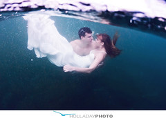 underwater-photography_092 (holladayphoto) Tags: trash dress engagementphotos weddingphotographer engagementphotography hawaiiwedding hawaiiengagement