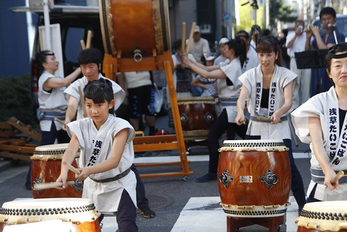 Taiko performance at Kappabashi 4