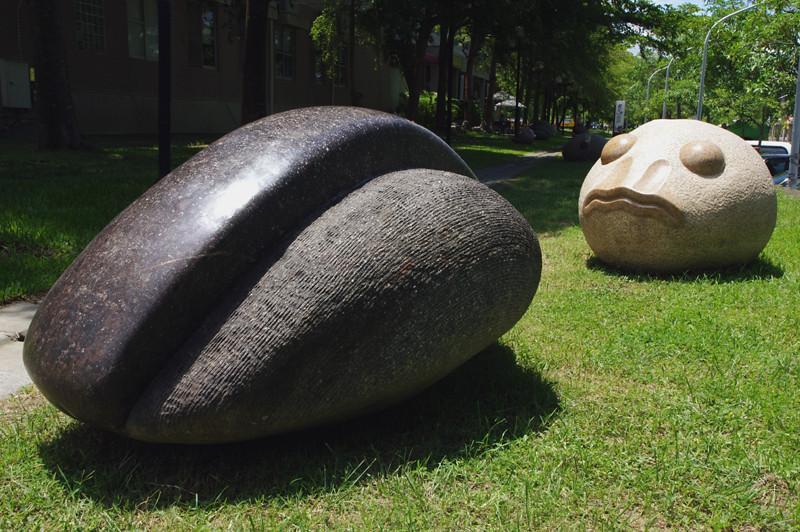 先睹為快:台南歸仁文化中心戶外石雕展