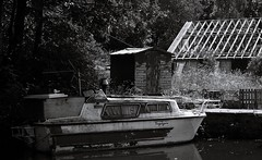 Voyager (Gio Marchese) Tags: bw white black barn lens four lumix boat canal barca 14 shed kitlens bn lancashire panasonic trail micro g2 kit bianco nero barge dmc thirds lancs m43 fourthirds 42mm marchese huncoat altham 1442mm microfourthirds m43rds dmcg2 m43ds