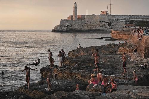 Hace calor en la Habana mi hermana.............Malecon, Cuba by Rey Cuba