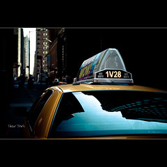 Yellow Cab in Manhattan - New York City - NY (Dominique Palombieri) Tags: city nyc usa newyork cityscape manhattan dominique 58mm 100iso 2011 canoneos5dmarkii 1320secatf40 palombieri lensef24105mmf4lisusm