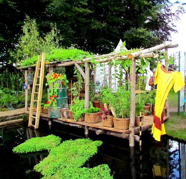 Oxfam garden - gold