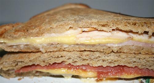 Sandwichtoast - Ham, gouda & turkey breast / Salami, gouda, ham