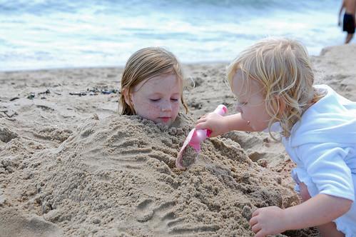 041 Abby & Mckenzie on the beach