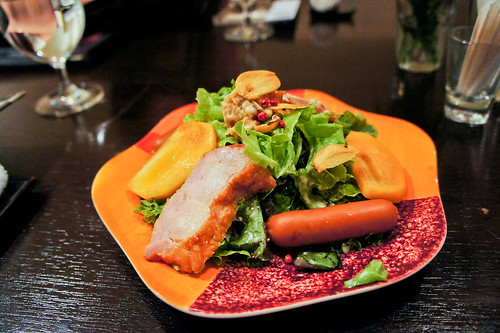 Salad with smoked chicken, sausage and sea scallop