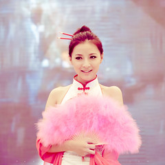 (SONG TSE  ) Tags: pink girl zeiss canon shanghai showgirl mm 80mm 2011 chinajoy 5dii chinajoy2011